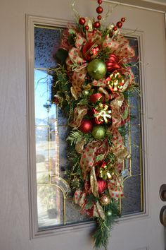 Door Swag using mine wrapped packages, Christmas ornaments etc Christmas Front Doors, Christmas Door Wreaths, Christmas Swags, Christmas Door Decorations, Outdoor Christmas, Holiday Wreaths, Holiday Decor, Burlap Christmas, Primitive Christmas