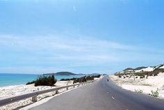 Cùng Phượt đi khám phá top 5 cung đường xuyên đồi cát tuyệt đẹp tại Việt Nam như Cầu Thị Nại - Trung Lương, Lương Sơn - Phan Rí, đảo Cổ Mã - Đầm Môn,
