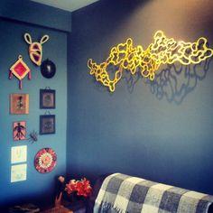 Execução de mural de lembranças de viagens e escultura @jocimartavares   Consultoria de Design | Grafico | Interiores | Produtos | Artesanato | Suporte profissional no desenvolvimento de projetos exclusivos. www.dznarte.com @dznarte #dznarte