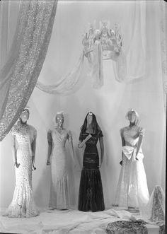 Vestidos. Fotógrafo: Mário Novais (1899-1967). Data de produção da fotografia original: 1943. [CFT003 073854.ic]