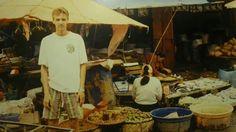 Kenneth foran det lokale market. 1994 #indonesien #rejseminder #backpackerplanet