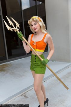 Rule 63 Aquaman With A '50s Twist [Cosplay]