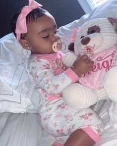 To Cute Toya daughter; Cute Mixed Babies, Cute Black Babies, Beautiful Black Babies, Little Babies, Cute Babies, Black Baby Girls, Cute Baby Girl, Baby Love, Baby Swag