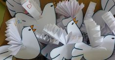 Use in Bible storys .cut out and do every thing to them except leave the wings for them to put on in Sunday school you dont have much time,,,then use in your story. Peace Crafts, Bird Crafts, Diy And Crafts, Arts And Crafts, Bible Story Crafts, Bible School Crafts, Sunday School Crafts, Craft Activities For Kids, Crafts For Kids
