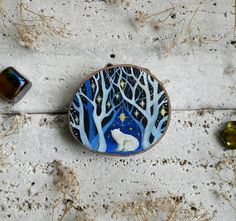 polar bear cub in magic ice forest painted on natural and recycled wood slice with bright acrylic colors and refined with transparent sealant to ensure color durability over the time Wood Slice Crafts, Wood Burning Crafts, Wood Crafts, Christmas Wood, Christmas Design, Handmade Christmas, Xmas, Forest Painting, Painting On Wood