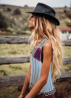 Unbelievable ╰☆╮Boho chic bohemian boho style hippy hippie chic bohème vibe gypsy fashion indie folk the . ╰☆╮ The post ╰☆╮Boho chic bohemian boho style hippy hippie chic b . - The latest in Bohemian Fashion! These literally go viral! Mode Indie, Bohemian Mode, Hippie Bohemian, Bohemian Style, 70s Hippie, Modern Hippie Style, Bohemian Chic Fashion, Hippie Hats, Modern Gypsy Fashion