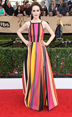 Our favorite red carpet looks from the SAG Awards Check out all of the best dressed celebrities from the 2017 Screen Actors Guild Awards. Michelle Dockery looked amazing in Elie Saab dress with Jimmy Choo shoes and Niwaka jewelry Michelle Dockery, Celebrity Red Carpet, Celebrity Look, Celebrity Dresses, Elie Saab, Sag Awards, Awards 2017, Belle Silhouette, Nice Dresses
