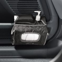 No more hunting under the seat for that box of tissues! With the Safety 1st Car Door Sanitation Station, everything you need to keep your baby clean is within easy reach.
