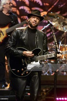 pictured-musician-maurice-gibb-performing-with-the-bee-gees-on-june jay leno/eo