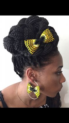 Ladies: Check Out This 25 Stylish Ankara Necklaces and Earrings African Print Dresses, African Fashion Dresses, African Attire, African Dress, Fabric Earrings, Fabric Jewelry, Diy Earrings, African Earrings, African Jewelry