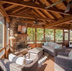 Aiming to appreciate the outdoors minus the bugs as well as security from the aspects, why not consider the addition of a relaxing screened-in porch. Screened Porch Designs, Screened In Porch, Enclosed Porches, Decks And Porches, Cabin Porches, Patio Design, House Design, Four Seasons Room, Three Season Porch