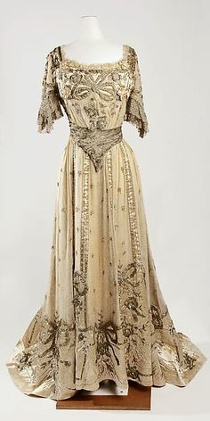 Evening dress Designer: Jeanne Hallée  Date: 1901–5 Culture: French Medium: silk, metallic, glass Accession Number: C.I.50.40.4a, b