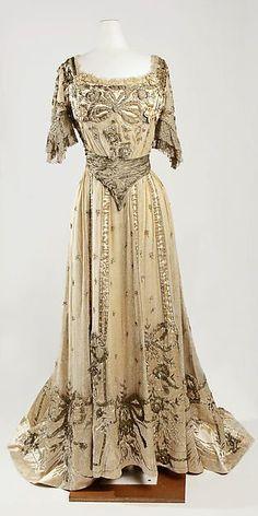Evening dress Designer: Jeanne Hallée  Date: 1901–5 Culture: French Medium: silk, metallic, glass Accession Number: C.I.50.40.4a, b