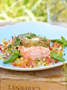 Lachs mit Frischkäsekruste und warmer Gemüsevinaigrette