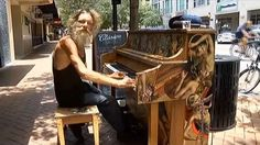 Had it been any other day a weathered homeless man from Florida may have been simply overlooked. But Donald Gould, became a star of the street as soon as he touched some piano keys. Der Pianist, Piano Player, Piano Man, Homeless Man, Playing Piano, People Of Interest, Videos, Comebacks, Musicals