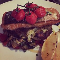 Grilled Salmon & Med Veg in miso dressing on crushed potatoes w/ mustard seeds Fish Recipes, Whole Food Recipes, Chicken Recipes, Cake Ingredients, Homemade Tacos, Homemade Taco Seasoning, Crushed Potatoes, Miso Dressing
