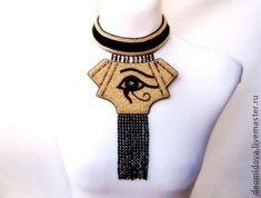 Египетское колье-амулет -  `Священный Уджат`. Египетское колье-амулет - Священный Уджат, четвертое колье из египетской коллекции украшений.    Уаджет (также око Ра или глаз Гора) — древнеегипетский символ, соколиный глаз бога Гора, который был выбит в его схватке с Сетом.