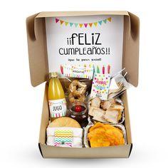 Picnic Snacks, Picnic Box, Cute Birthday Gift, Happy Birthday Gifts, Breakfast Basket, Valentines Breakfast, Food Truck Design, Gift Wraping, Surprise Box