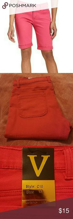 Hot pink bermuda jeans NWT Very stretchy material, 3 pockets in front and 2 pockets on the back, this retails for 39.00 but I've had it for a long time (waiting to take a diet) but so far..no go..so I just want to get rid of them now. Shorts Bermudas