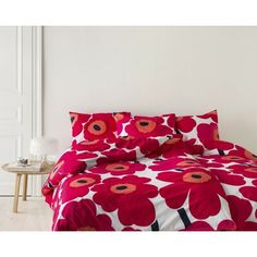Marimekko Unikko Duvet Cover Double, Red Always wake up with a smile on your face tucked under this bold & beautiful signature Unikko poppy flower, designed by Maija & Kristina Isola from Marimekko. This contemporary design, the iconic Red Duvet Cover, Duvet Cover Sets, Ruffle Bedding, Linen Bedding, Bed Linen, Marimekko Fabric, Pottery Barn Teen Bedding, Stylish Bedroom, Bedroom Accessories