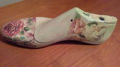 Dama Shoe Last, Vintage Shoes, Altered Art, Wedges, Crafts, Fashion, Painted Shoes, Shoe Tree, Wood