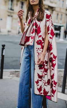 Red Printed Loose Sleeveless Shawl – Swankmyway - beautiful spring prints to try for work - office outfits that inspire - street style for spring Look Fashion, Street Fashion, Womens Fashion, Fashion Tips, Fashion Trends, Feminine Fashion, Fashion Bloggers, Fashion Clothes, Fall Fashion