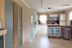 lichtdurchfluteter Wohn- und Essbereich Mirror, Bathroom, Furniture, Home Decor, Homes, Essen, Washroom, Decoration Home, Room Decor