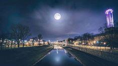 Večerní procházka při měsíčku :) . . . . . . . #moonlight #moon #love #city #townhall #instagood #photooftheday #beautiful #happy #picoftheday #art #instadaily #nature #fun #travel #nofilter #life #beauty #amazing #instagram #photography  #photovoltaic #from #ostrava #ostravacity #by #janjasiok