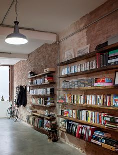 This warehouse conversion was undertaken by Chris Dyson Architects . The resulting home is located in Shoreditch, London , England . Warehouse Living, Warehouse Home, Warehouse Design, Style At Home, Timber Shelves, Rustic Bookshelf, Bibliotheque Design, Warehouse Conversion, Interior Architecture