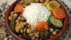 The first time I tried couscous was in a salad I had prepared, topped with mango and a handful of other ingredients. I loved the delicioso sabor of that dish, so I decided it was worth the effort to include couscous in our menu at least once a month.  Couscous is easy to prepare and it's a great go-to dish during weeknights. Since it's ready in only 5 minutes, it's even easier to whip up than white rice. You can serve it with stews, dried fruits and raisins, or add it to your favorite salad…
