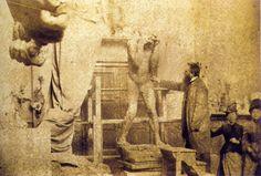 Camille Claudel ( à droite) dans l' atelier d' Auguste Rodin.