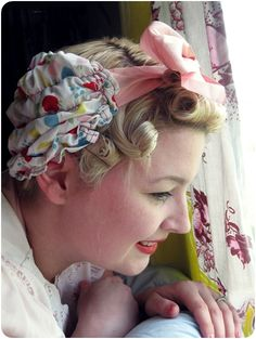 Fab tutorial for a 40s hair scarf, via Va-Voom Vintage guest posting at Girl with the Star-Spangled Heart. {Tutorial link} #vintage #tutorials #sewing