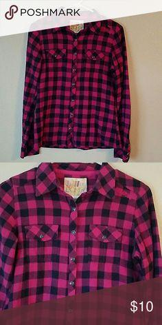 """*Billabong* Long sleeve button up flannel *BILLABONG"""" PINK AND BLACK  button up flannel Billabong Tops Button Down Shirts"""