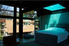 Pool-Light above the bed! Too cool!