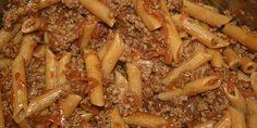 Med blot få ingredienser er det super enkelt at bikse denne lækre indianergryde med pasta og oksekød sammen.