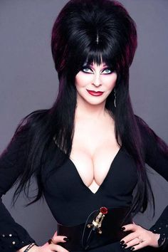 Cassandra Peterson is an American actress best known for her portrayal of the horror hostess character Elvira, Mistress of the Dark. One of many crushes in my life. Cassandra Peterson, Goth Beauty, Dark Beauty, Beautiful Celebrities, Beautiful Actresses, Elvira Movies, Bishoujo Statue, Poses References, Actrices Hollywood