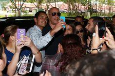 O ator Vin Diesel já está em solo brasileiro. Ele aterrissou nesta terça-feira, 29, em um aeroporto de São Paulo e foi tietado pelos fãs que o aguardavam no local. O artista está no Brasil para participar da Comic Con, que começa dia 1º de dezembro.