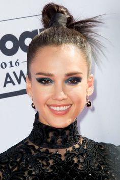 13 pretty top knot hairstyles to try this fall: Jessica Alba