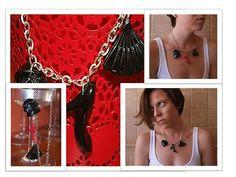 Collar femenino (bolso, tacón y abanico) Resina de poliester