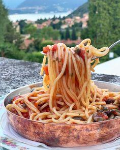 Eat: A Classic Italian Spaghetti alla Puttanesca