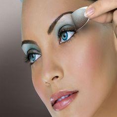 8 beste Make-up-Tipps für blaue Augen - Maquillaje Blue Eye Makeup, Eye Makeup Tips, Easy Makeup, Makeup Contouring, Blue Eyeshadow, Eyeshadow Makeup, Eyeshadow Ideas, Turquoise Eyeshadow, Applying Eyeshadow