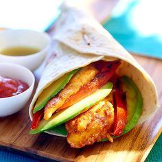 Couper les blancs de poulet en deux dans l'épaisseur. Mettre dans un saladier les piments, le cumin, la cannelle, le miel, le vinaigre, bien mélanger.