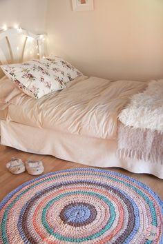 Alfombra de trapillo en colores pastel tejida a crochet.SusiMiu
