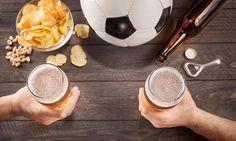 Petiscos para comer a ver futebol. Os jogos são um bom momento para reunir a família e os amigos e ter a mesa recheada de petiscos