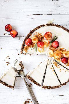 바닐라빈 체리 레어치즈 케이크.