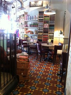 Bill's, Wellington St London.  LOVE the floor! (LW7)