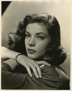 """Lauren Bacall, fotografia de Bert Six para """"Tener o no Tener"""" (To Have and Have Not) dirigida por Howard Hawks, 1944 Old Hollywood Stars, Old Hollywood Glamour, Golden Age Of Hollywood, Classic Hollywood, Humphrey Bogart, Lauren Bacall, Bogie And Bacall, Cinema Tv, Star Wars"""