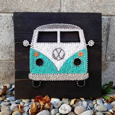 Moustache and scissors string art for my cousins hair salon on white wash barn board ✂ Bus Crafts, Diy Home Crafts, Arts And Crafts, Hilograma Ideas, Vw Bus, Diy Gifts Just Because, Cousin Gifts, Easter Garden, Dot Art Painting