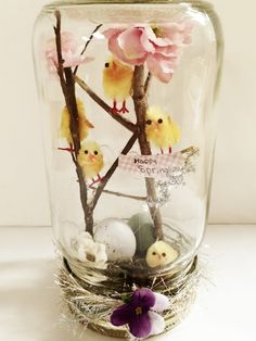 Fun and Easy to make Spring Mason Jars! This is a cute decoration Crafts With Glass Jars, Mason Jar Crafts, Diy Arts And Crafts, Crafts For Kids, Mason Jars, Mason Jar Projects, Diy Ostern, Hoppy Easter, Diy Décoration