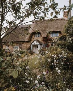 Raindrops And Roses, Little Cottages, Fairytale Cottage, British Countryside, Interesting Buildings, Cozy Cottage, My Dream Home, Dream Life, Old Houses